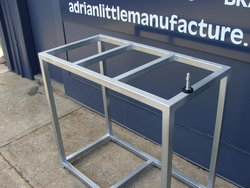 Adjustable_legs_on_fish_tank_stand